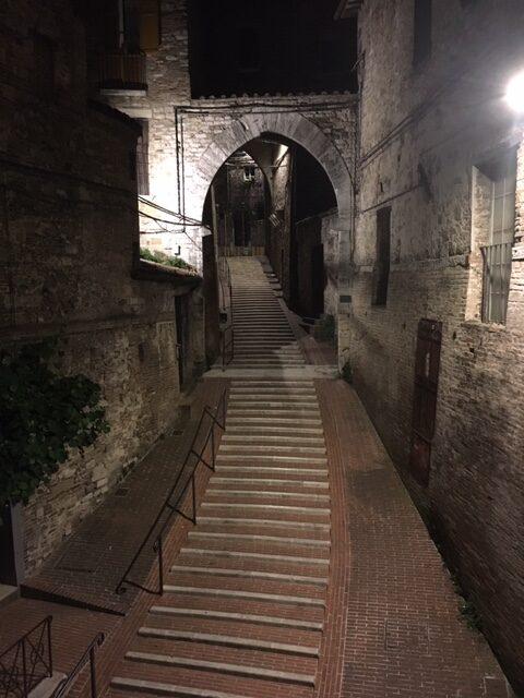 Perugia nocą_schody
